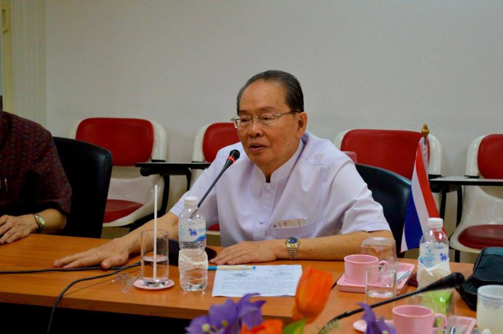 2558 ศาสตราจารย์เกียรติคุณนายแพทย์วราวุธ สุมาวงศ์